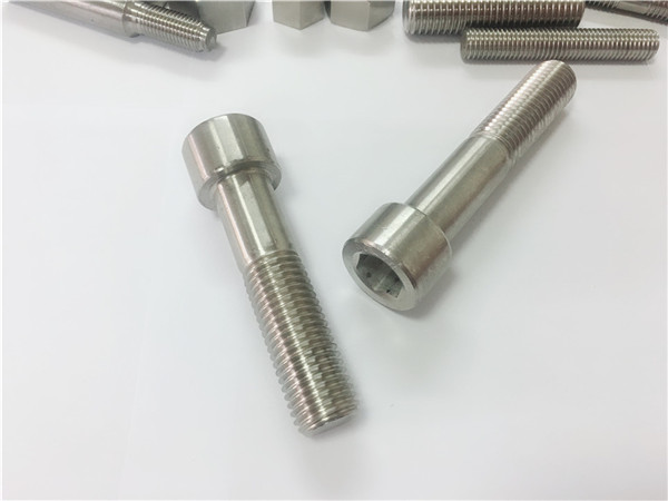 china produsén fastener custom knurling kuningan screw